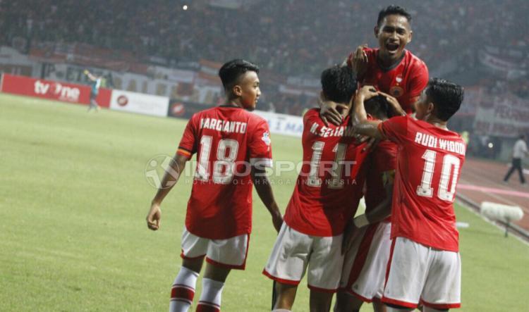 Selebrasi para pemain Persija Jakarta atas gol yang dicetak oleh Bambang Pamungkas. Copyright: Herry ibrahim/INDOSPORT