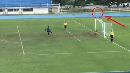 Penalti tak lazim muncul di Thailand dan menadi viral di dunia maya. - INDOSPORT