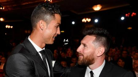Cristiano Ronaldo dan Lionel Messi dalam acara penghargaan The Best FIFA 2017. - INDOSPORT