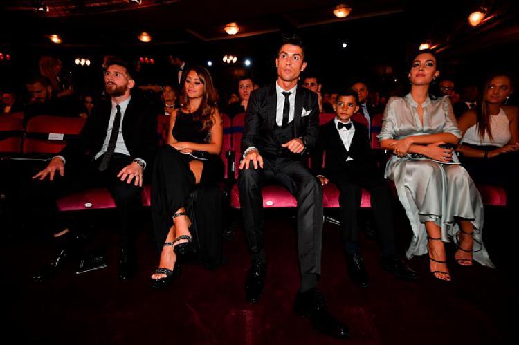 Cristiano Ronaldo dan Lionel Messi beserta para keluarganya. Copyright: INDOSPORT