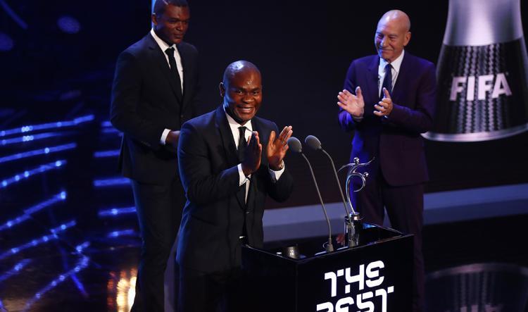 Francis Kone dapatkan penghargaan Fair Play Aaward 2017. Copyright: INDOSPORT