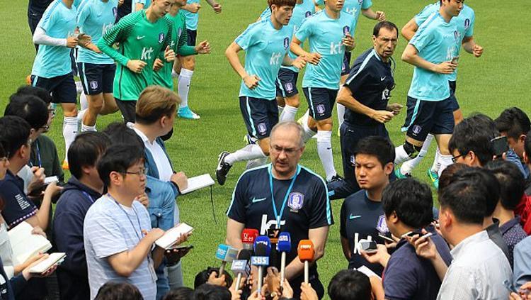 Pelatih Korea Selatan, Uli Stielike . Copyright: dailymail.co.uk