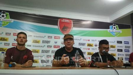 Robert Rene Alberts dalam konferensi pers PSM Makassar vs Persiba Balikpapan. - INDOSPORT