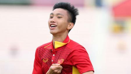 Bek Vietnam, Doan Van Hau, menjadi pemain paling disorot karena mencederai gelandang Timnas Indonesia U-23, Evan Dimas, di final SEA Games 2019. - INDOSPORT