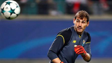 Iker Cassilas tampaknya sudah harus mencari klub baru sebelum pensiun. - INDOSPORT