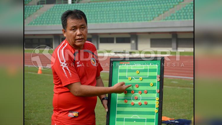 Syafrianto Rusli, pelatih Semen Padang. Copyright: Taufik Hidayat/INDOSPORT
