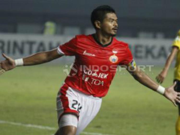 Bepe saat cetak gol lawan Semen Padang Copyright: INDOSPORT/Herry Ibrahim