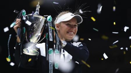 Caroline Wozniacki ketika memenangkan WTA Finals 2017. - INDOSPORT