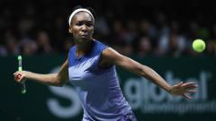 Indosport - Venus Williams saat beraksi di partai puncak WTA Finals.