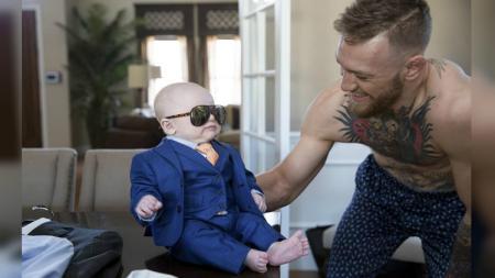 Conor McGregor dang sang putra, Conor Jr. - INDOSPORT