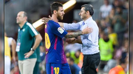 Pemain megabintang dan pelatih Barcelona, Lionel Messi (kiri) dan Ernesto Valverde. - INDOSPORT