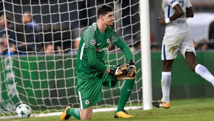 Reaksi kiper Chelsea, Thibaut Courtois usai kalah 0-3 dari AS Roma. Copyright: INDOSPORT