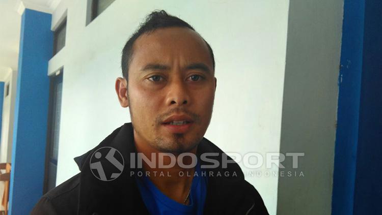 Atep gagal membela Persib di laga kontra Persija akibat cedera. Copyright: Indosport/Arif Rahman
