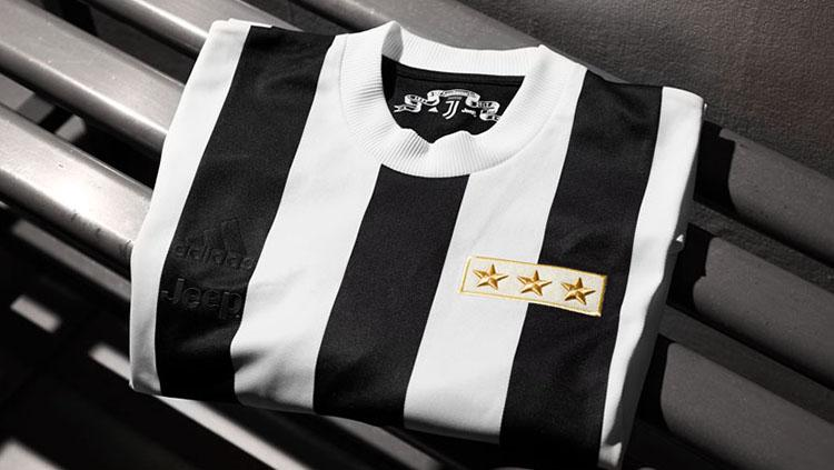 Jersey retro Juventus untuk memperingati hari jadi ke-120 tahun. Copyright: juventus.com