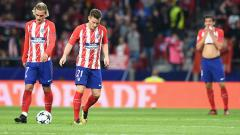 Indosport - Skuat Atletico Madrid tertunduk lesu.