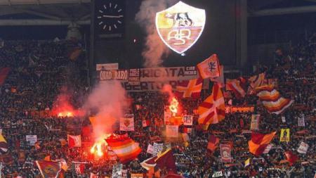 AS Roma melakukan tindakan tegas usai fans mereka melontarkan hinaan rasis ke pemain Sampdoria, Ronaldo Vieira, dalam pertandingan Serie A Liga Italia. - INDOSPORT