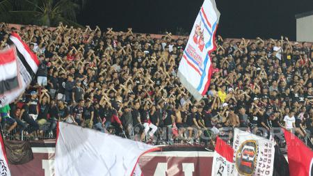 Suporter Bali United - INDOSPORT