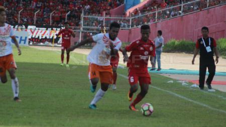 Pemain muda Semen Padang, Fridolin Kristof Yoku. - INDOSPORT
