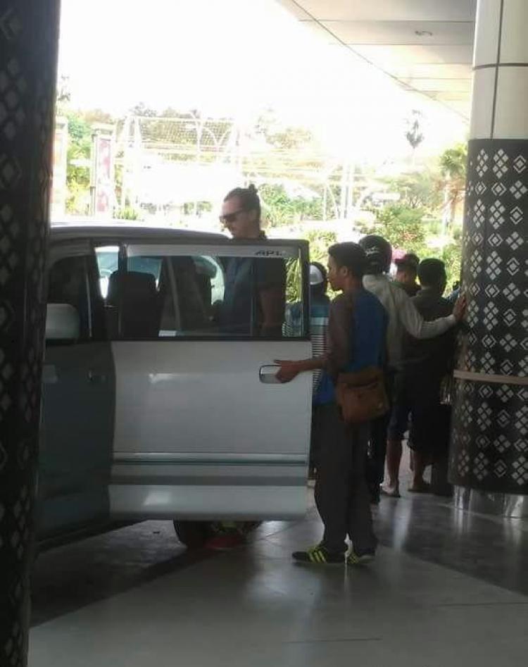Zlatan Ibrahimovic saat tiba di Bandara Komodo, Labuan Bajo. Copyright: Istimewa