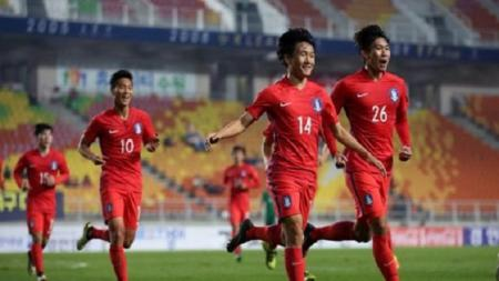 Um Won-Sang melakukan selebrasi usai mencetak gol. - INDOSPORT