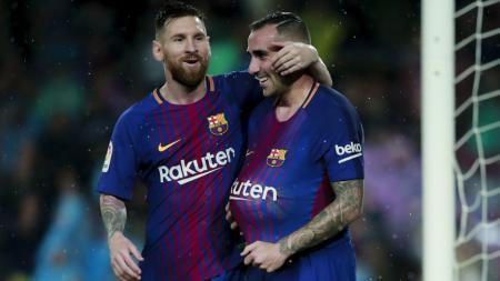 Lionel Messi selebrasi bersama Paco Alcacer. - INDOSPORT