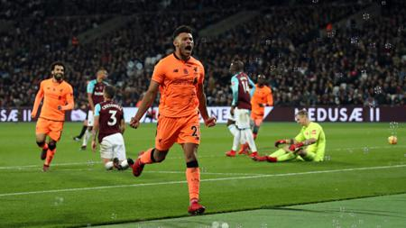 Pemain Liverpool berselebrasi usai cetak gol. - INDOSPORT
