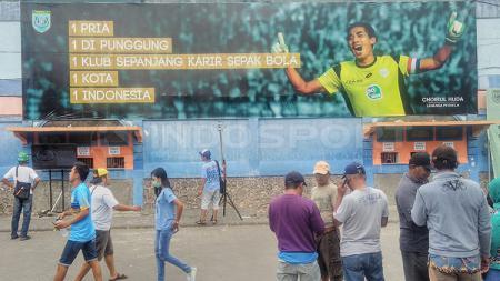 Poster Choirul Huda di Stadion Gelora Surajaya, Lamongan - INDOSPORT