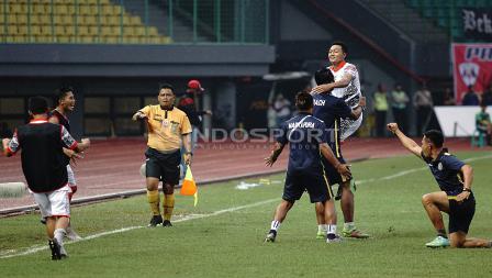 Selebrasi pemain Martapura FC usai cetak gol ke gawang Persis Solo. Herry Ibrahim/INDOSPORT
