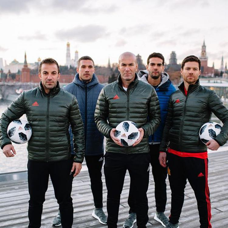 Zinedine Zidane, Lukas Podolski, Xabi Alonso, Kaka, dan Alessandro Del Piero. Copyright: Instagram/Zidane