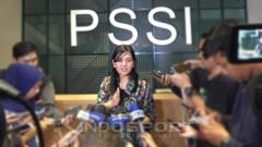 Indosport - Sekjen PSSI, Ratu Tisha Destria, saat memberikan keterangan kepada awak media.