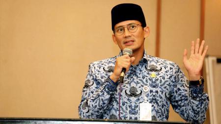 Wakil Gubernur DKI Jakarta, Sandiaga Uno tidak memperdulikan komentar miring terkait bendera yang menggunakan bambu sebagai tiang. - INDOSPORT