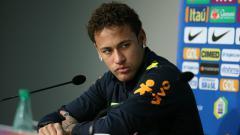 Indosport - Neymar dalam konferensi pers.