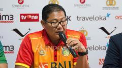 Indosport - Manajer BFC, AKBP Sumardji saat jumpa pers jelang Laga Bhayangkara FC vs Persija Jakarta.