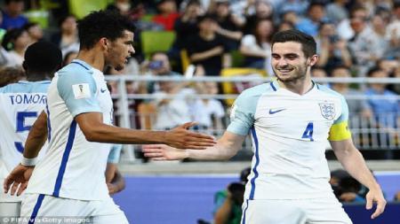 Dominic Solanke dan Lewis Cook saat membela Timnas Inggris U-21. - INDOSPORT