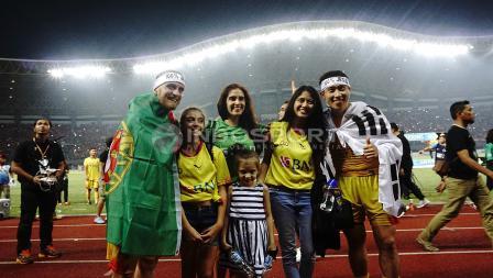 Pemain Bhayangkara merayakan keberhasilan menjadi juara Liga 1 2017.