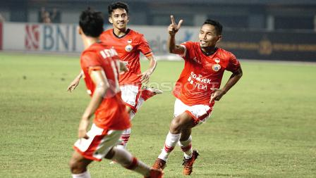 Selebrasi Ramdani Lestaluhu usai bobol gawang Bhayangkara FC.