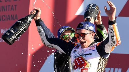 Marc Marquez merayakan kemengan sebagai juara dunia 2017.