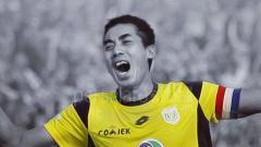 Indosport - Kapten Persela, Eky Taufik, menyampaikan pesan-pesan khusus di hari ulang tahun legenda klub, Alm. Choirul Huda.