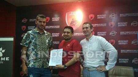 Willem Jan Pluim perpanjang kontrak di PSM. - INDOSPORT