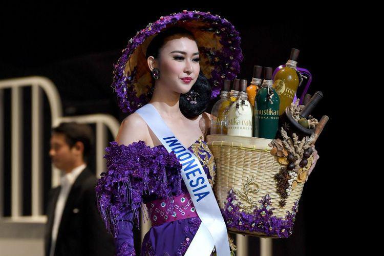 Kevin Lilliana Raih Miss Internasional 2017 Copyright: http://assets.kompas.com/crop/0x28:1000x695/750x500/data/photo/2017/11/14/26891906122.jpg
