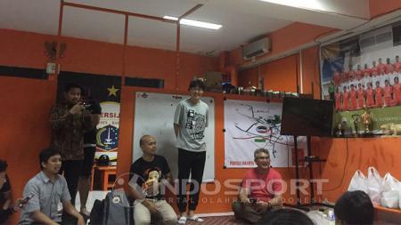Hong Soon-hak berpamitan kepada The Jakmania. - INDOSPORT