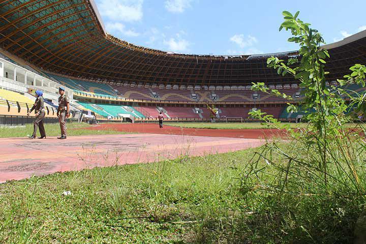 Stadion Utama Bekas PON Riau yang terbengkalai. Copyright: Media Indonesia