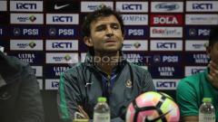 Indosport - Luis Milla dalam jumpa pers usai pertandingan.