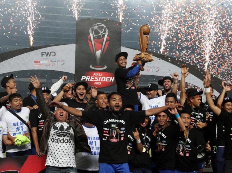 Bobotoh arak Persib Bandung juara Piala Presiden 2015. Copyright: Istimewa