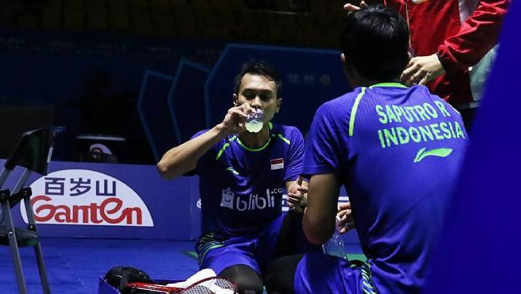 Pasangan ganda putra Indonesia Muhammad Ahsan/Rian Agung Saputro harus tertahan di semifinal. Copyright: Twitter@INABadminton