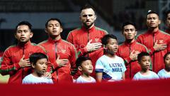 Indosport - Pemain Timnas Indonesia saat mengheningkan cipta. Herry Ibrahim/INDOSPORT