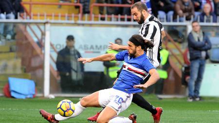 Gonzalo Higuain sempat mencetak gol yang kemudian dianulir. - INDOSPORT