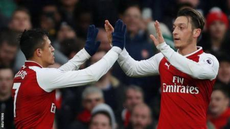 Alexis Sanchez dan Mesut Ozil. - INDOSPORT