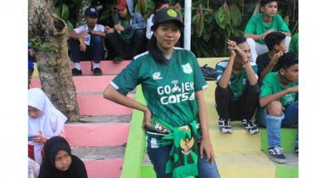 Rabiul Adawiyah, supporter wanita PSM Medan - INDOSPORT
