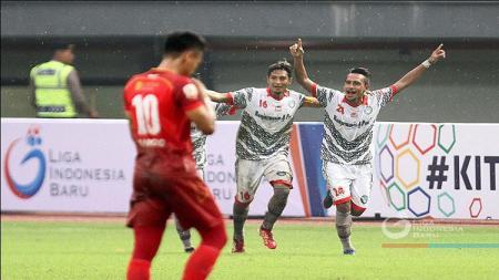 Selebrasi para punggawa Martapura FC ketika menekuk Persis Solo. - INDOSPORT